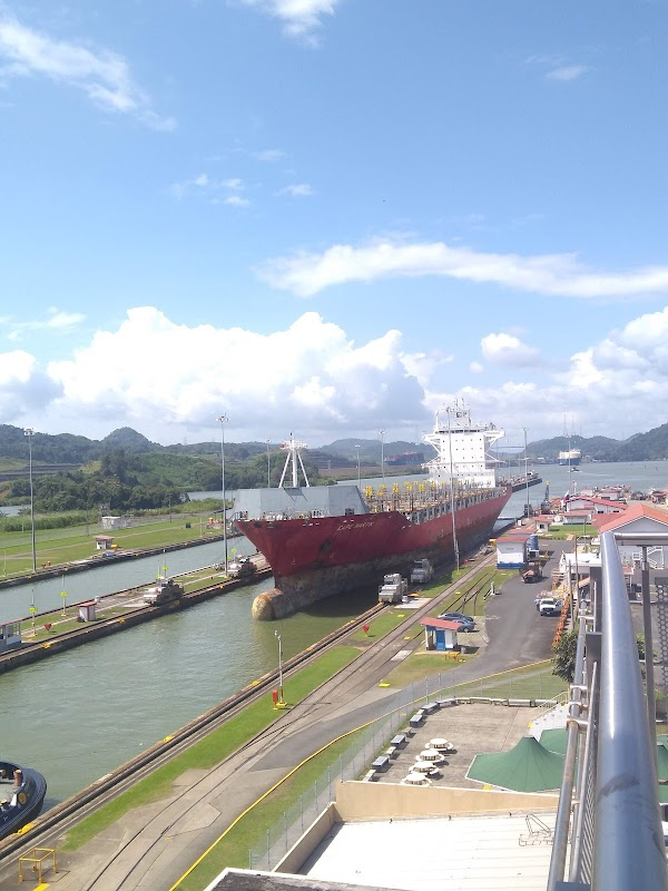 Photo de Miraflores Locks